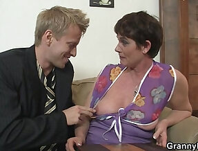 Old mom spreads her legs for hard white cock