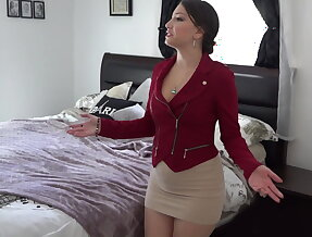 Beautiful pussy gets the huge cock