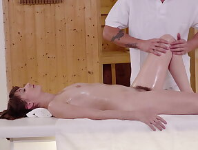 Highly erotic fuck show on the massage table